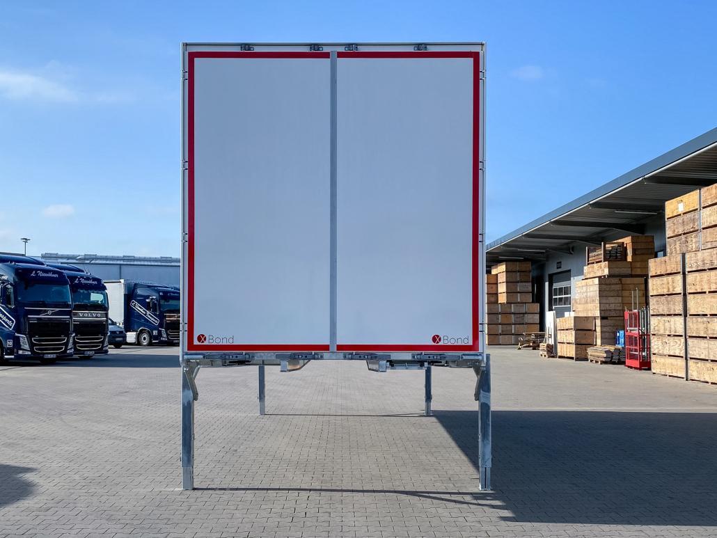 Stahltür XB2412 - stabil, leicht, glatt und fugenfrei
